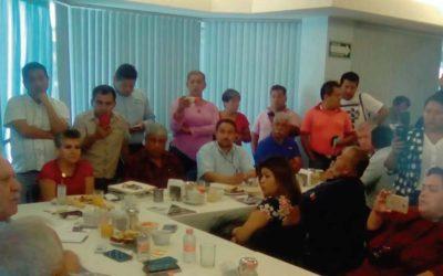 DELEGACIÓN POZA RICA INVITÓ A SU LÍDER NACIONAL A DESAYUNO DE TRABAJO